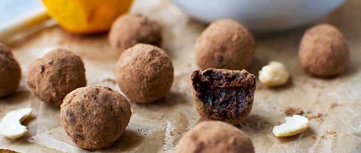 5-Ingredient Raw Chocolate Orange Truffles (With Video)